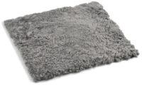 Lockig fyrkantig stolsdyna i fårskinn - naturgrå