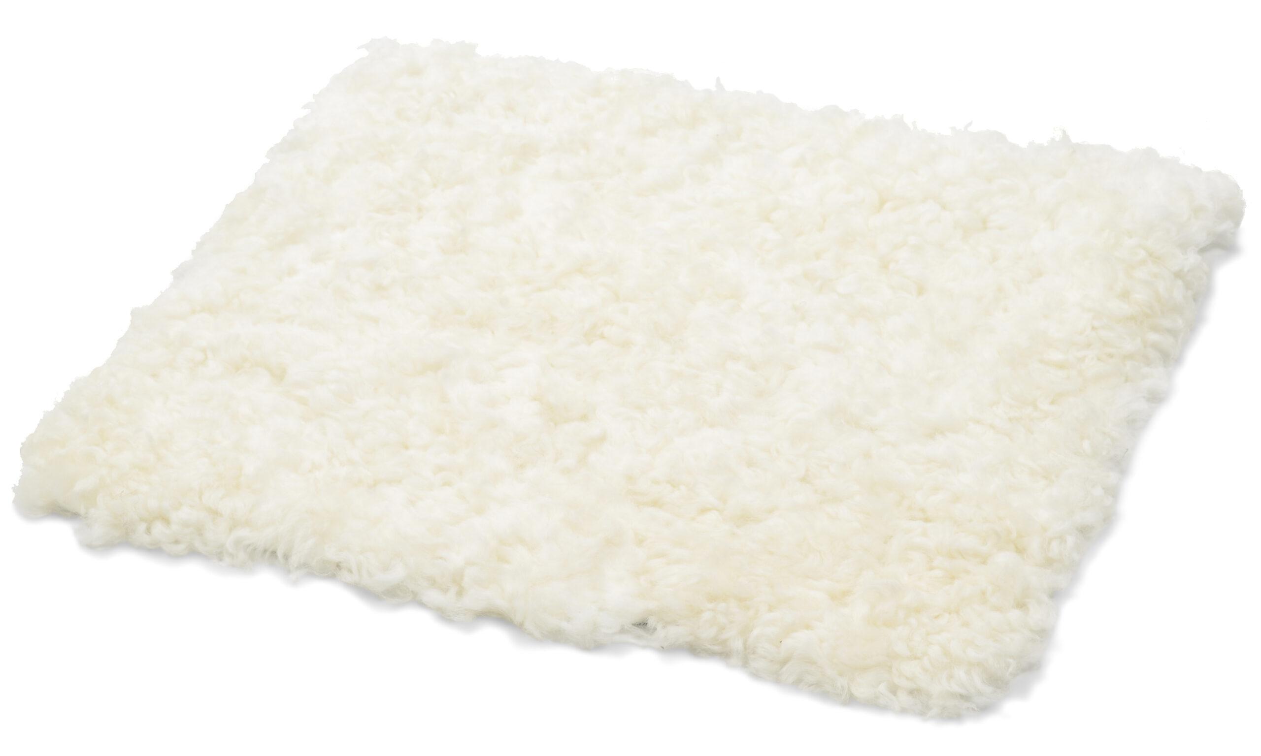 Krøllete firkantet stolpute i lammeskinn - hvit