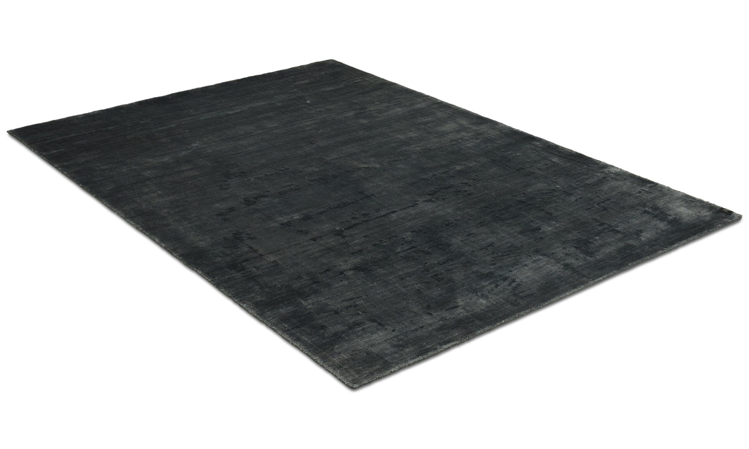 Angel antracit - håndvevd teppe med lugg